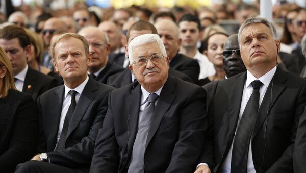 El presidente palestino, Mahmud Abás, en el funeral del ex jefe de Estado israelí, Shimon Peres - Sputnik Mundo