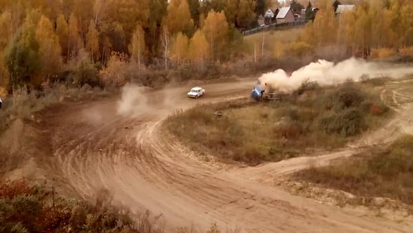 Accidente en la carrera 'Rally Siberia' - Sputnik Mundo