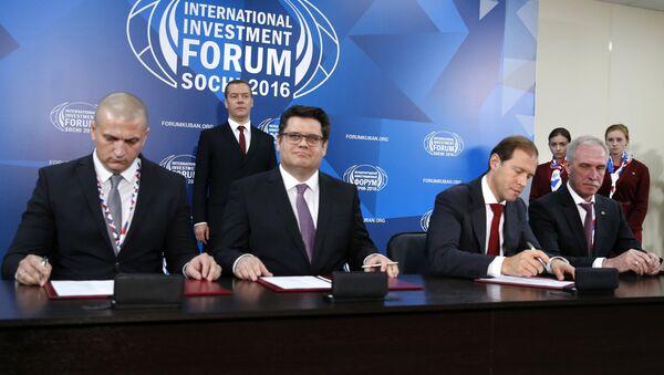 Alexei Antípin, Dirk Hullman, Alexei Antípin y Serguéi Morózov - Sputnik Mundo
