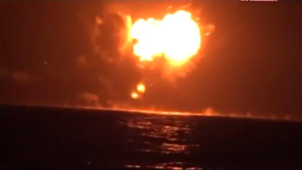 Presunta explosión del buque de guerra de EAU en Yemen - Sputnik Mundo