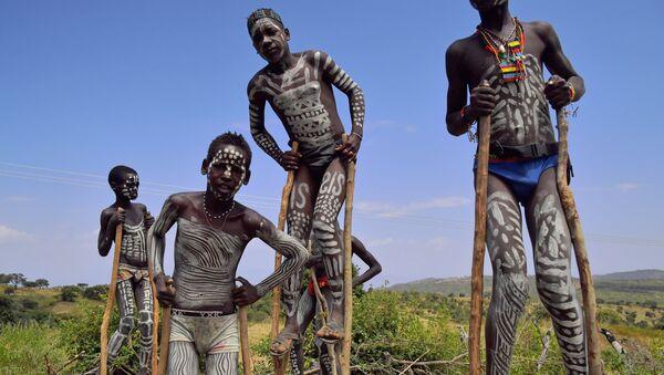 Young boys from the Mursi tribe walk on stilts in Ethiopia's southern Omo Valley region, near Jinka, on September 22, 2016 - Sputnik Mundo