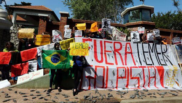 Una protesta contra el presidente brasileño, Michel Temer, en Buenos Aires, Argentina - Sputnik Mundo