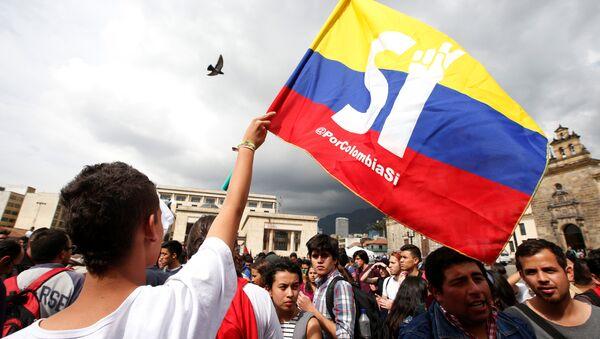 Manifestante del Sí a la Paz, en Colombia - Sputnik Mundo