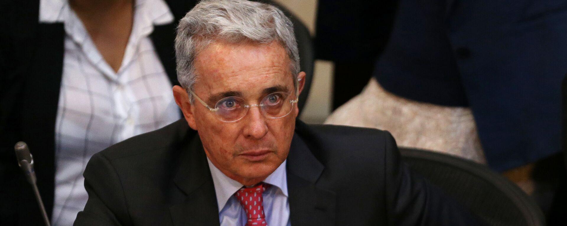 Senator Alvaro Uribe, Colombia's former president, attends a debate at the congress in Bogota - Sputnik Mundo, 1920, 17.08.2021