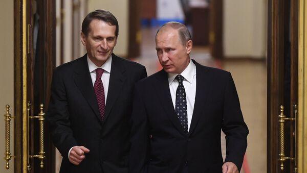 El presidente de Rusia, Vladímir Putin, y el jefe del Servicio de Inteligencia Exterior de Rusia, Serguéi Narishkin - Sputnik Mundo