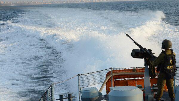 Buque israelí patrulla las costas de la Franja de Gaza - Sputnik Mundo