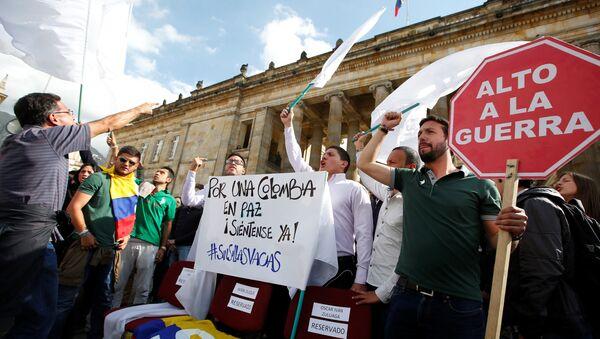 Los estudiantes durante una manifestación en apoyo de los acuerdos de paz entre las FARC y el Gobierno de Colombia (archivo) - Sputnik Mundo