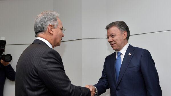 Álvaro Uribe, expresidente de Colombia, y Juan Manuel Santos, presidente de Colombia - Sputnik Mundo