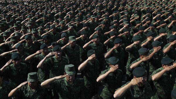 Soldiers salute Mexico's Defense Secretary Gen. Salvador Cienfuegos Zepeda at the Number 1 military camp in Mexico City. - Sputnik Mundo