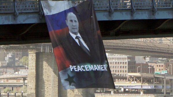 El cartel gigante del presidente de Rusia, Vladímir Putin - Sputnik Mundo
