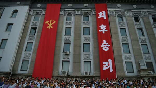Participants join a celebration rally following the country's successful test of a nuclear warhead on September 9, in Kim Il Sung Square in Pyongyang on September 13, 2016. North Korea is ready to conduct another nuclear test at any time, South Korea's defence ministry said on September 12, just days after Pyongyang sparked worldwide condemnation with its fifth and most powerful test. - Sputnik Mundo