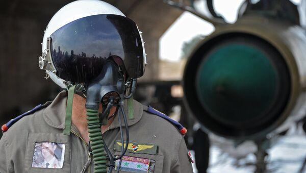 Piloto de la Fuerza Aérea siria - Sputnik Mundo