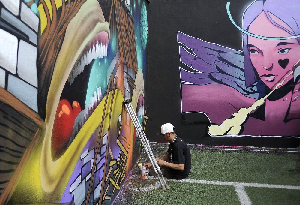 Artista mexicano Marso trabajando