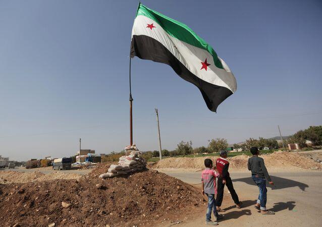 La bandera de la oposición siria (archivo)