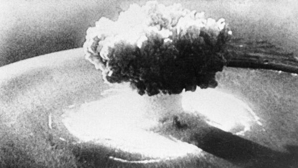 Explosión de una bomba nuclear (imagen referencial) - Sputnik Mundo