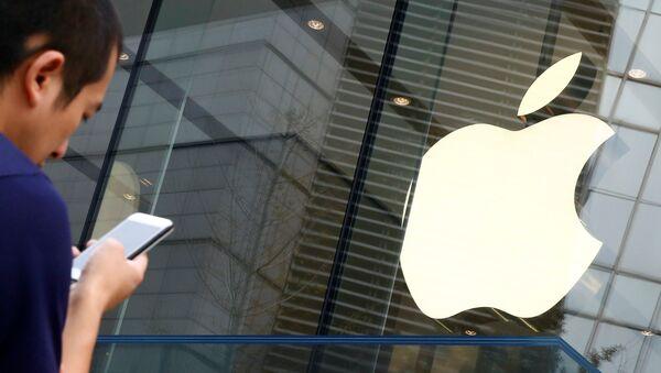 Una tienda de Apple en Pekín, China - Sputnik Mundo