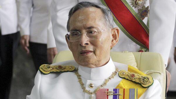 La Casa Real tailandesa confirma la muerte del rey Bhumibol Adulyadej - Sputnik Mundo