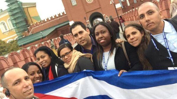 Delegación de jóvenes cubanos en el Kremlin - Sputnik Mundo