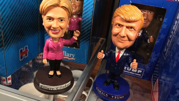 Las muñecas de Hillary Clinton y Donald Trump - Sputnik Mundo