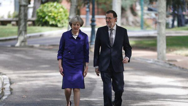 Theresa May, primera ministra del Reino Unido, y Mariano Rajoy, presidente de España (archivo) - Sputnik Mundo