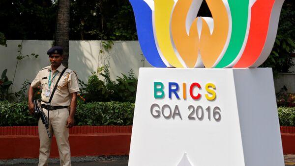 Logo de la cumbre de los BRICS en Goa, la India - Sputnik Mundo