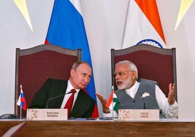 Vladimir Putin, el presidente de Rusia, y Narendra Modi, el primer ministro de la India (archivo)