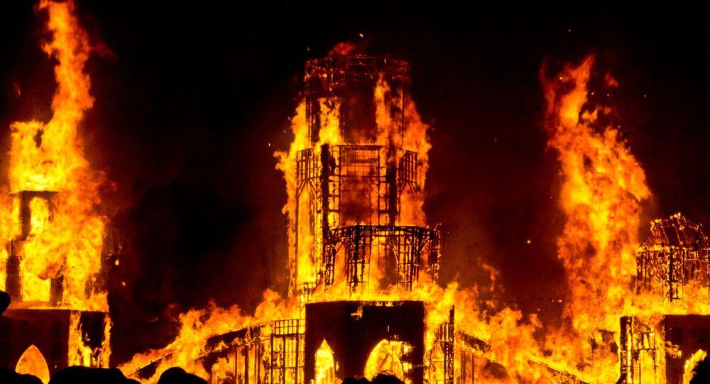 Edificio en llamas