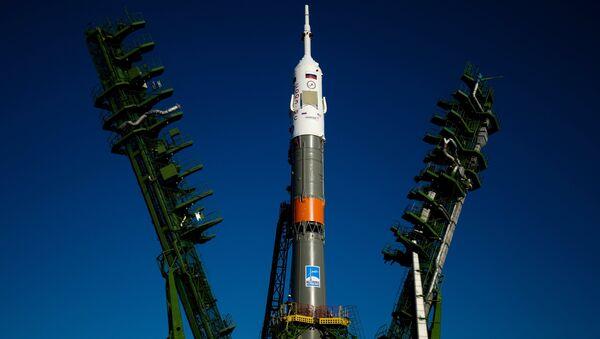 El cohete lanzador Soyuz-FG en la rampa de lanzamiento - Sputnik Mundo