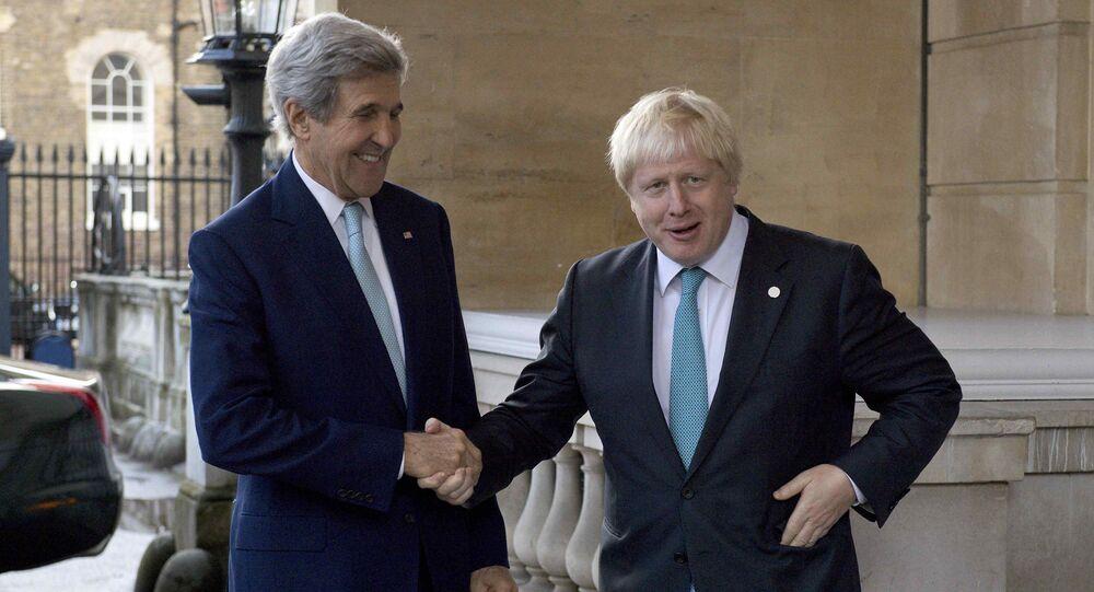 John Kerry, el secretario de Estado de EEUU y Boris Johnson, ministro de Asuntos Exteriores del Reino Unido