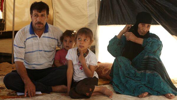 La gente que huyó de Mosul en campamento de refugiados Duhok, Irak - Sputnik Mundo