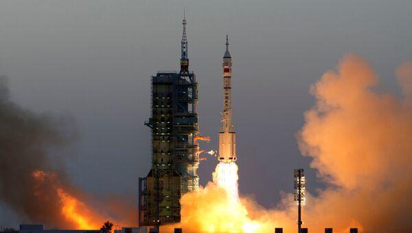 El lanzamiento de la nave espacial Shenzhou-11 - Sputnik Mundo