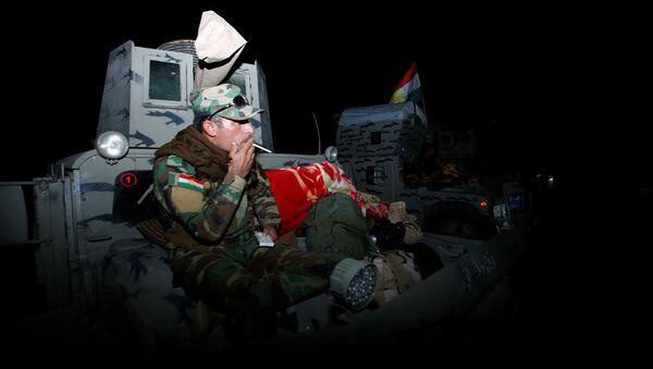 Combatientes de peshmerga durante las preparaciones del ataque en Mosul, Irak - Sputnik Mundo