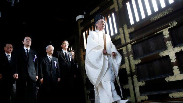 Parlamentarios japoneses visitan el templo de Yasukuni, el 18 de octubre de 2016 - Sputnik Mundo