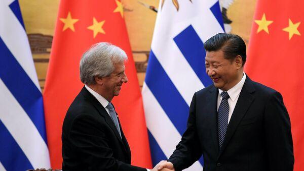 El presidente de China, Xi Jinping, y el presidente de Uruguay, Tabaré Vázquez - Sputnik Mundo