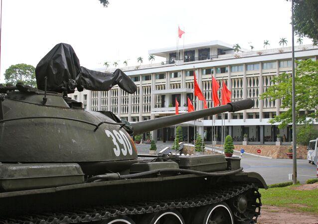 Tanque T-54 expuesto en Hanói, Vietnam