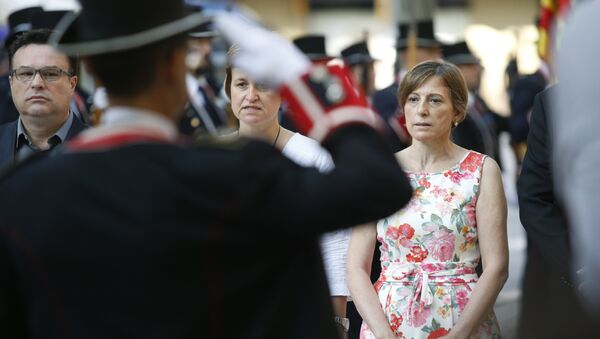 Catalan parliament president Carme Forcadell attends a wreath-laying ceremony at the Rafael de Casanovas monument in Barcelona on September 11, 2016 - Sputnik Mundo