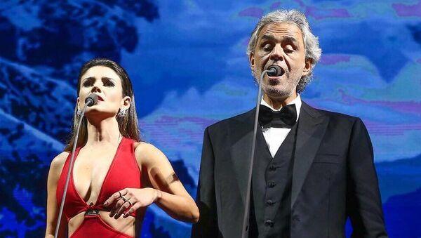 Paula Fernandes y Andrea Bocelli - Sputnik Mundo