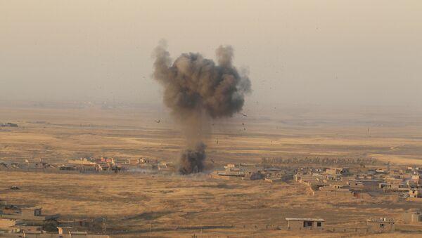 El ataque de las posiciones de Daesh en Mosul, Irak - Sputnik Mundo