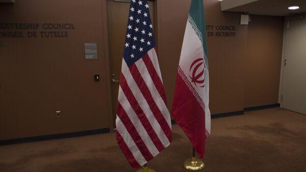 Banderas de EEUU e Irán - Sputnik Mundo