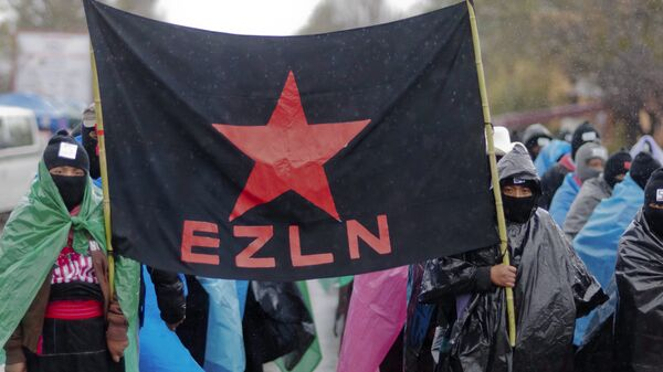 Mayan indigenous people with their faces covered, hold a flag of the Zapatista Army of National Liberation (EZLN) during a march in San Critobal de las Casa, Chiapas state, Mexico on December 21, 2012, - Sputnik Mundo