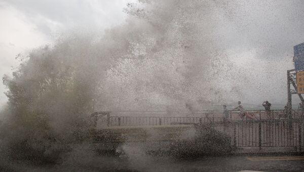 El tifón (imagen referencial) - Sputnik Mundo