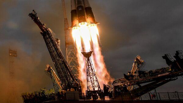 Lanzamiento de un cohete espacial - Sputnik Mundo