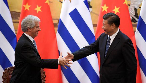 El presidente de China, Xi Jinping, y el presidente de Uruguay, Tabaré Vázquez (archivo) - Sputnik Mundo