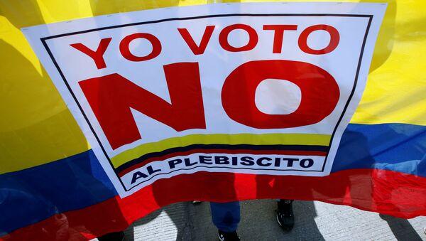 Los manifestantes que votaron 'no' al acuerdo con las FARC en el plebiscito de 2016 en Colombia - Sputnik Mundo