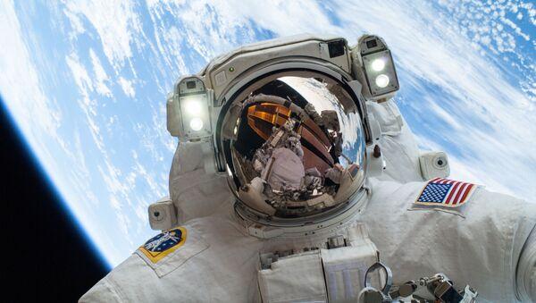 Astronauta en el espacio, foto referencial - Sputnik Mundo