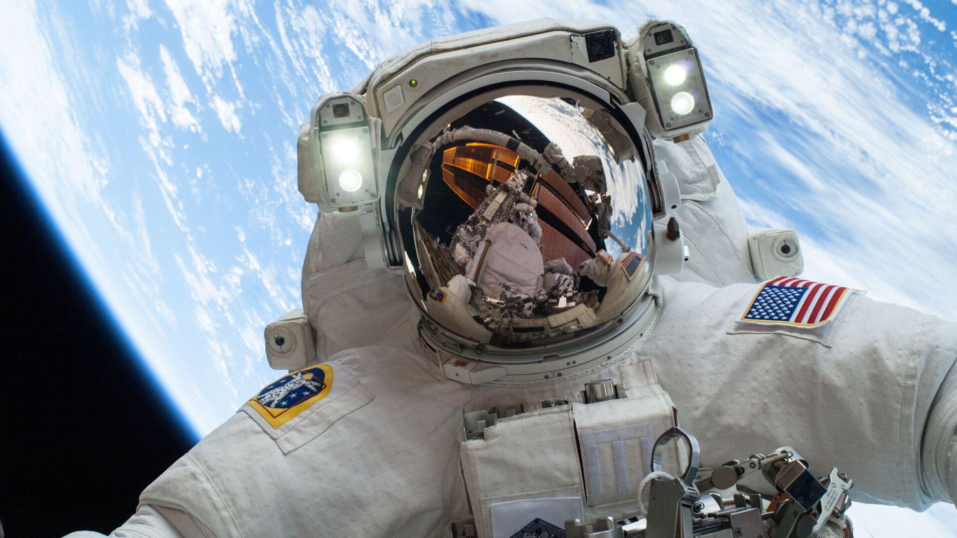 Un astronauta en el espacio, foto referencial - Sputnik Mundo, 1920, 20.06.2021