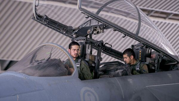 FILE - In this file photo released Sept. 24, 2014 by the official Saudi Press Agency, Saudi pilots sits in the cockpit of a fighter jet as part of US-led coalition airstrikes on Islamic State militants and other targets in Syria, in Saudi Arabia - Sputnik Mundo