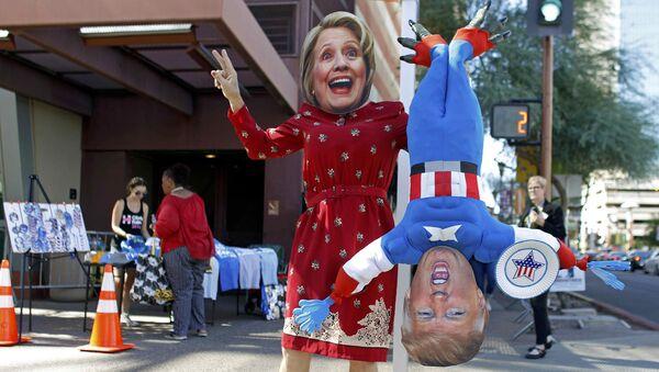 Máscaras de Hillary Clinton y Donald Trump, candidatos a la presidencia de EEUU - Sputnik Mundo