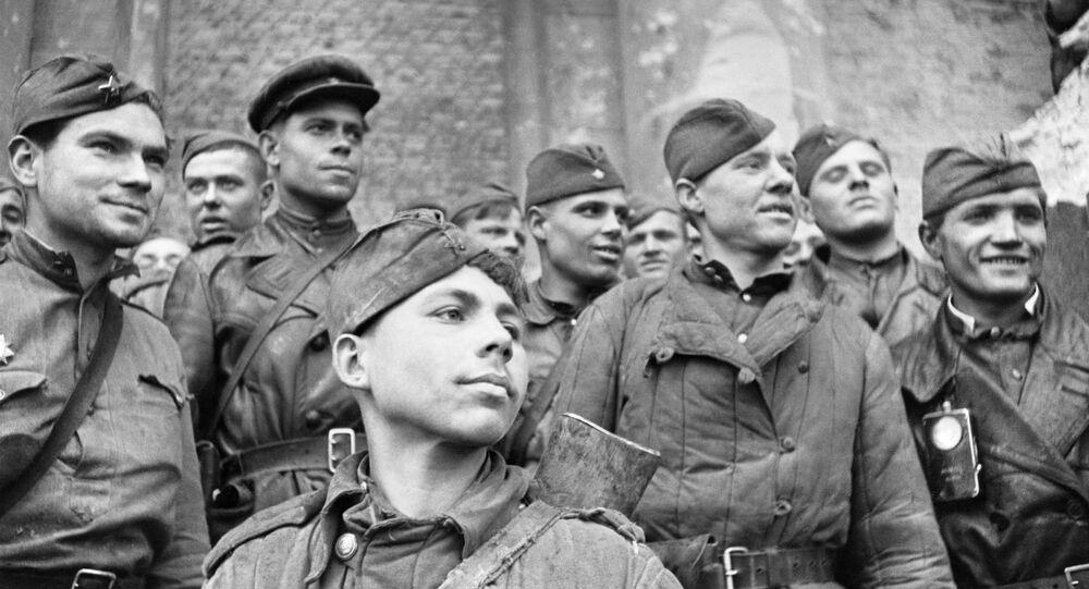 Soldados del Ejército Rojo que asaltaron el Reichstag, en Berlín