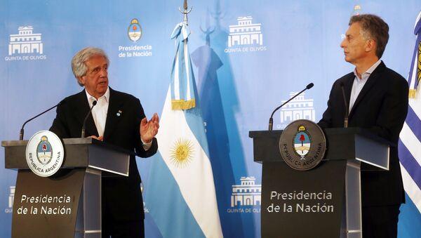 El presidente de Uruguay, Tabaré Vázquez y el presidente de Argentina, Mauricio Macri - Sputnik Mundo